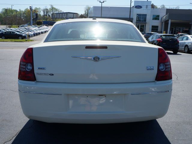 2010 Chrysler 300 4dr Sdn Touring Signature AWD - 11951636 - 20