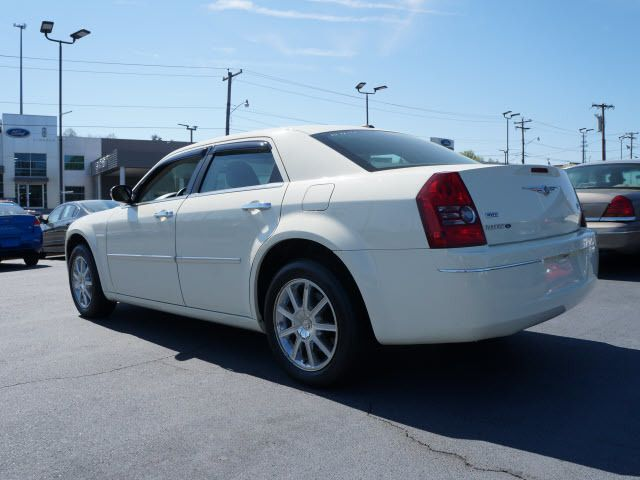 2010 Chrysler 300 4dr Sdn Touring Signature AWD - 11951636 - 2