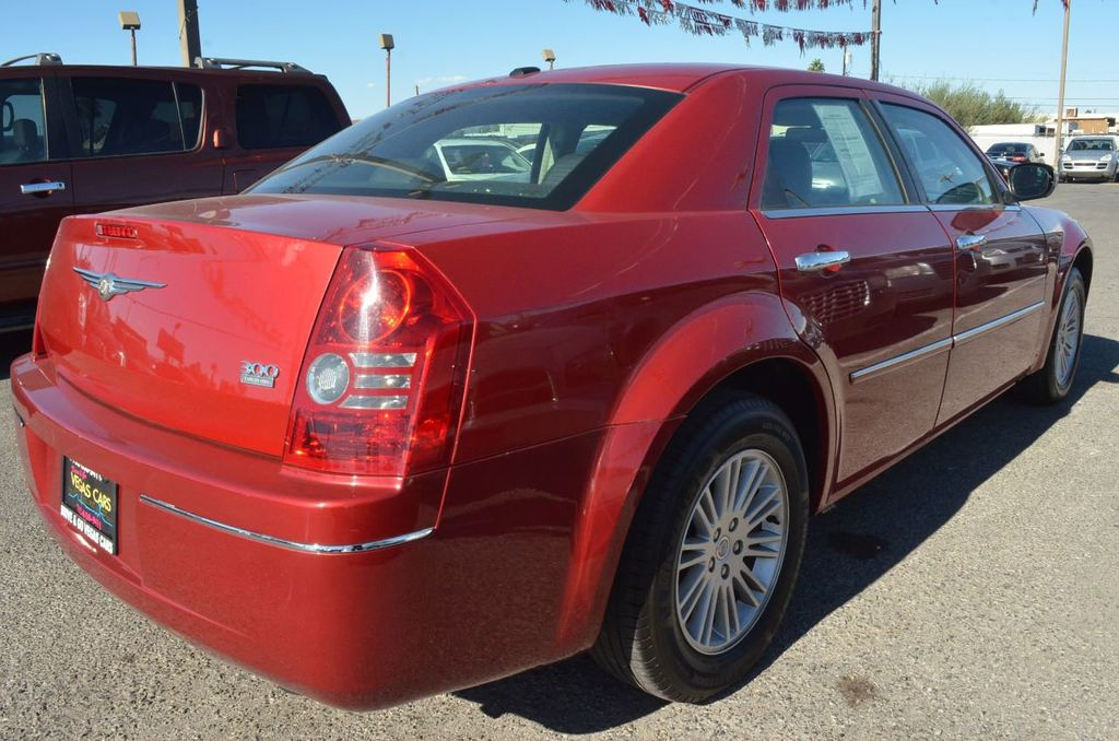 2010 Chrysler 300 4dr Sedan Touring Signature RWD - 17357742 - 3