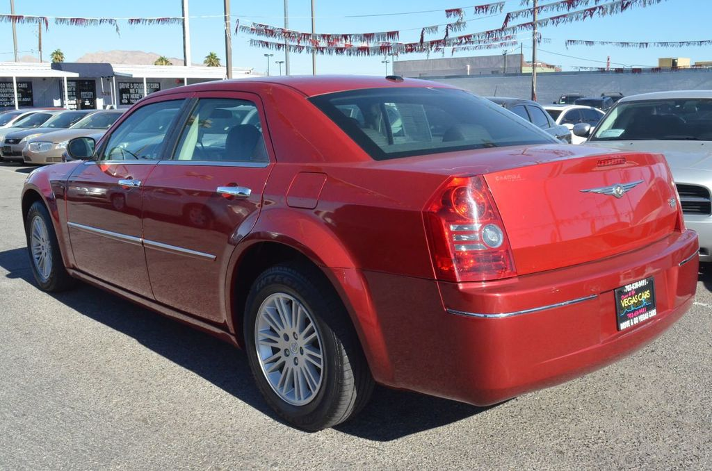 2010 Chrysler 300 4dr Sedan Touring Signature RWD - 17357742 - 5