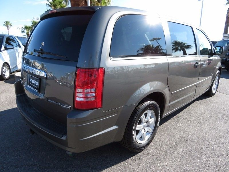 2010 Chrysler Town & Country 4dr Wagon LX - 16790493 - 4