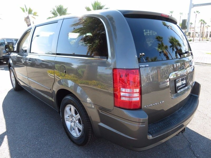 2010 Chrysler Town & Country 4dr Wagon LX - 16790493 - 6