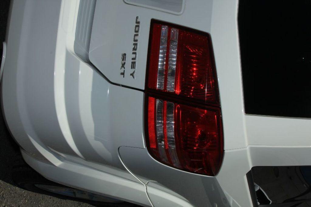 2010 Dodge Journey SXT - 18130959 - 20