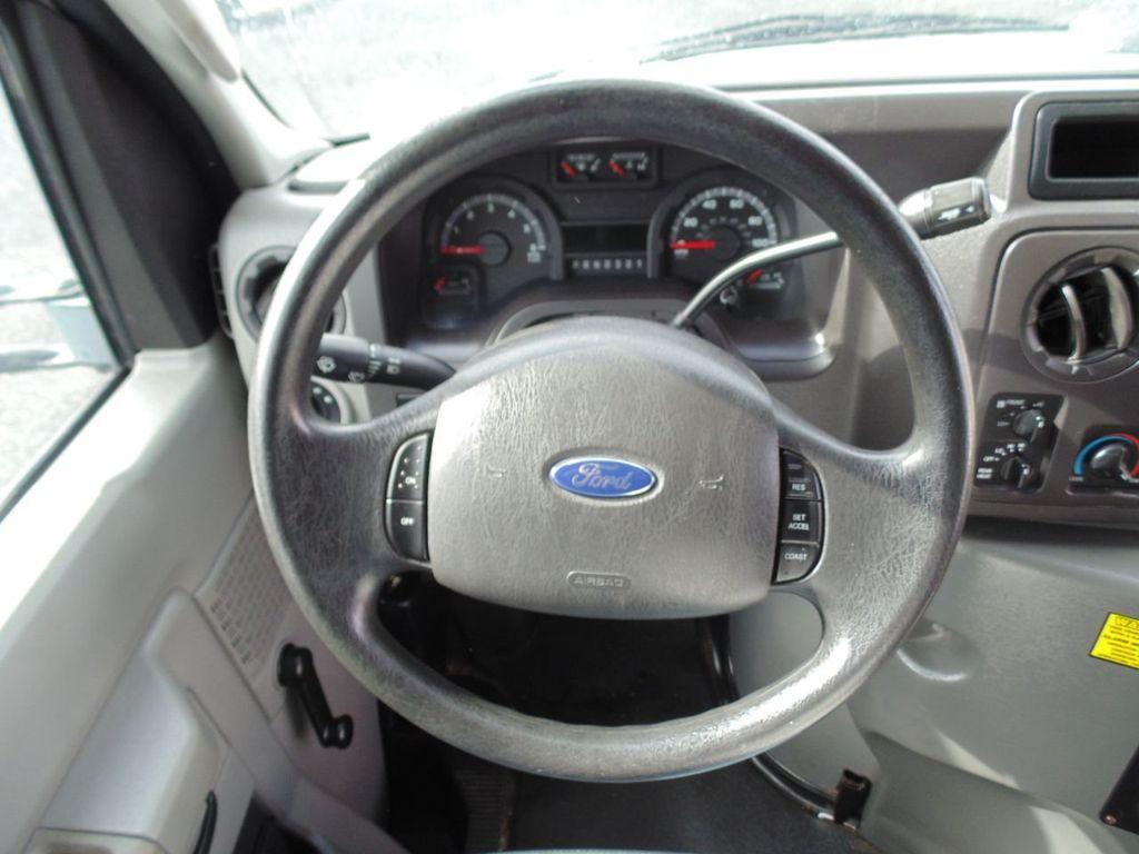 2010 Ford E-450SD Base - 18648227 - 25