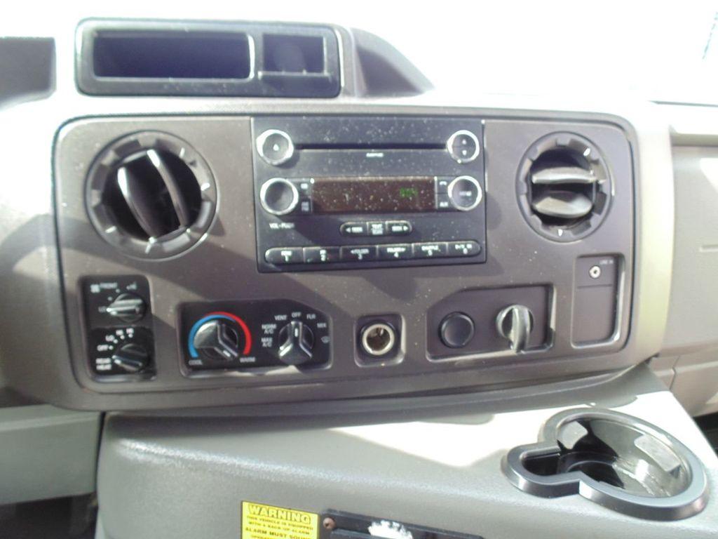 2010 Ford E-450SD Base - 18648227 - 27