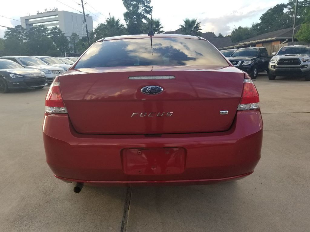 2010 Ford Focus 4dr Sedan SE - 18134378 - 14