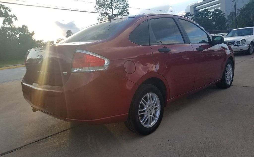 2010 Ford Focus 4dr Sedan SE - 18134378 - 15