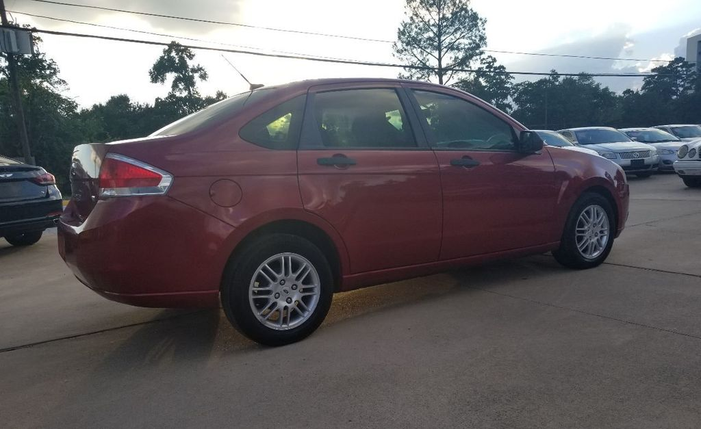 2010 Ford Focus 4dr Sedan SE - 18134378 - 16