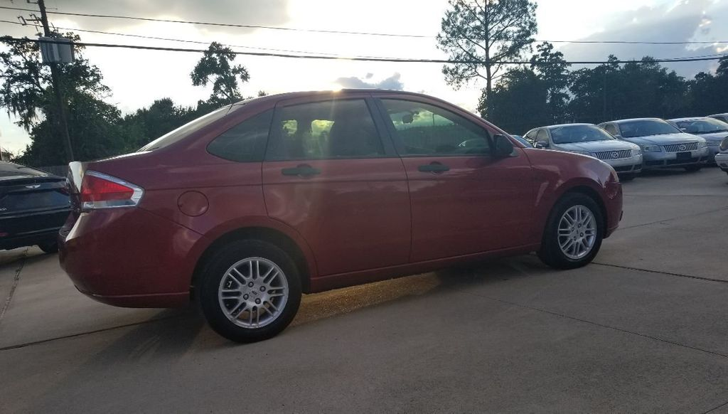 2010 Ford Focus 4dr Sedan SE - 18134378 - 17