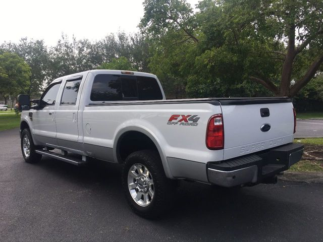 "2010 Ford Super Duty F-350 SRW 4WD Crew Cab 156"" Lariat - Click to see full-size photo viewer"