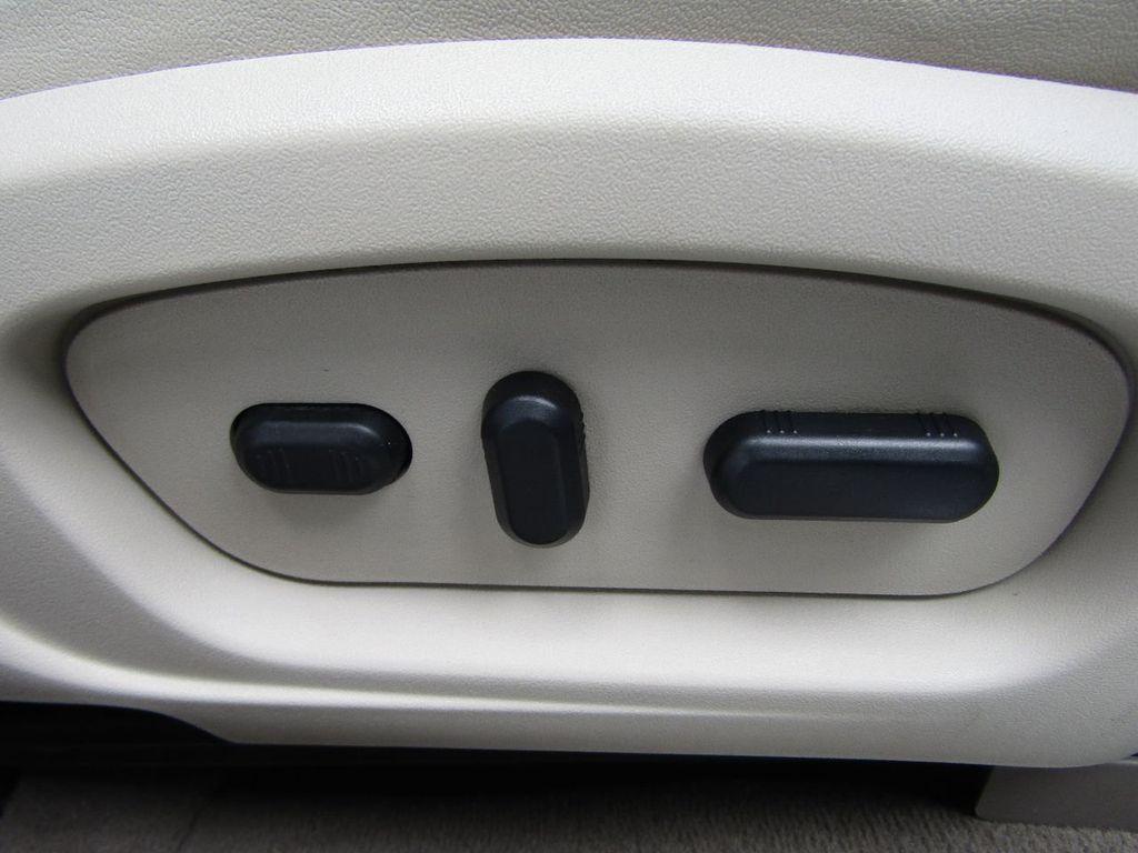 2010 Ford Taurus 4dr Sedan Limited FWD - 17883029 - 23