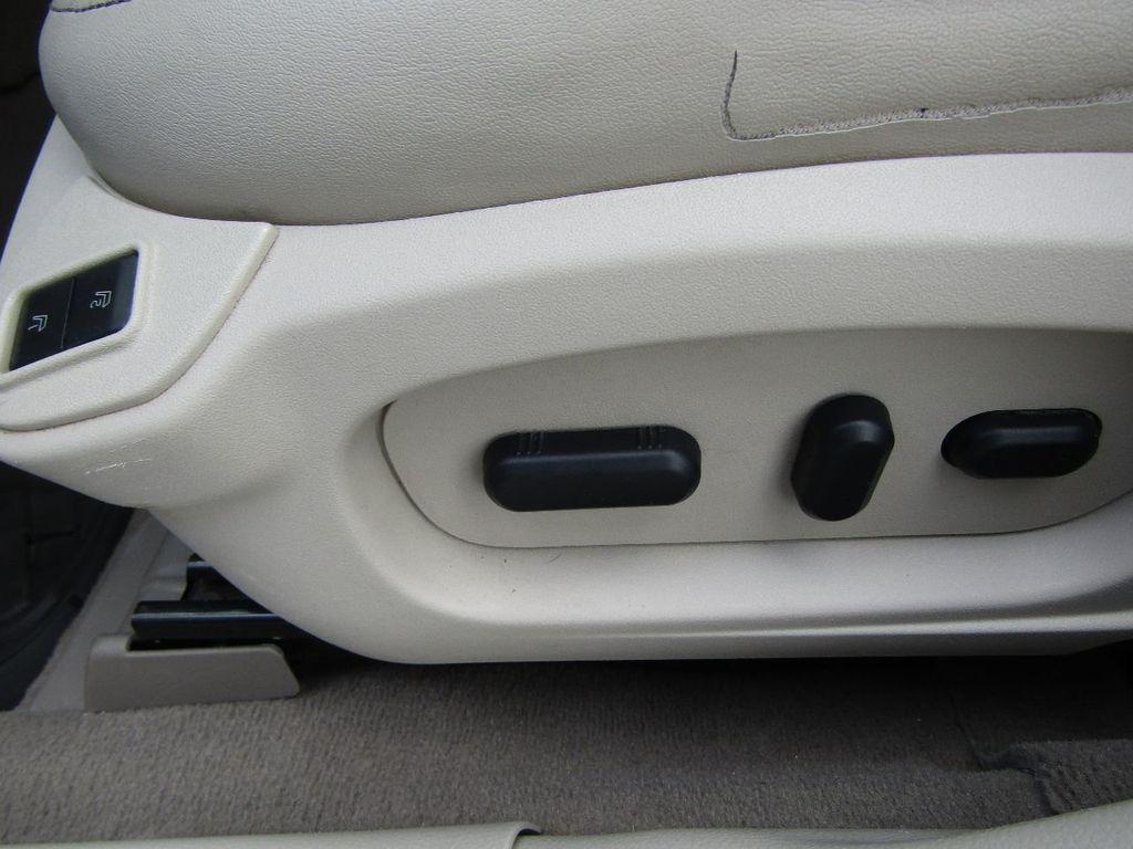 2010 Ford Taurus 4dr Sedan Limited FWD - 17883029 - 24