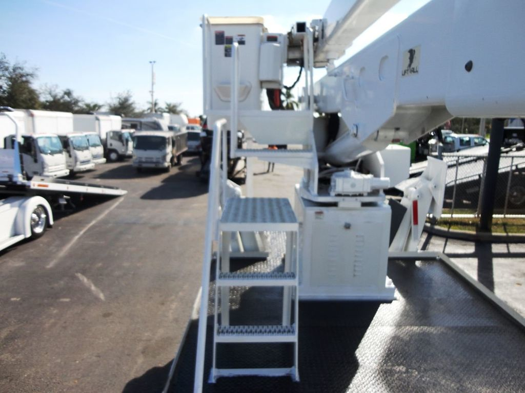 2010 Freightliner BUSINESS CLASS M2 106 4X4.. 70FT BOOM BUCKET TRUCK.. Lift-All LM-70-2MS - 18340882 - 26