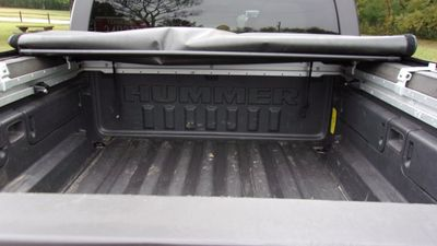 2010 HUMMER H3T 4WD 4dr Luxury - Click to see full-size photo viewer