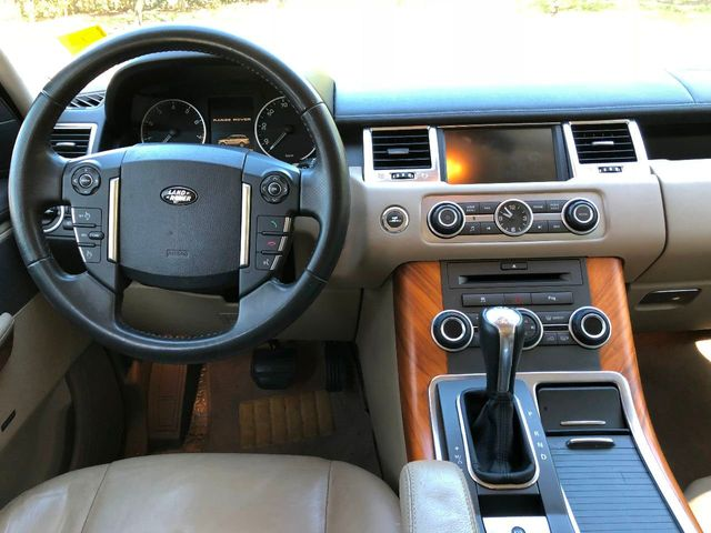 2010 Land Rover Range Rover Sport 4WD 4dr HSE - Click to see full-size photo viewer