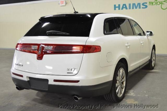 http://2-photos.motorcar.com/used-2010-lincoln-mkt-4drwgn37lawd-10793-10731477-5-640.jpg