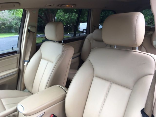 2010 Mercedes-Benz GL  - Click to see full-size photo viewer
