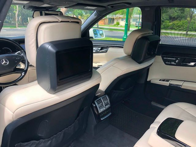 2010 Mercedes-Benz  S63 AMG - Click to see full-size photo viewer