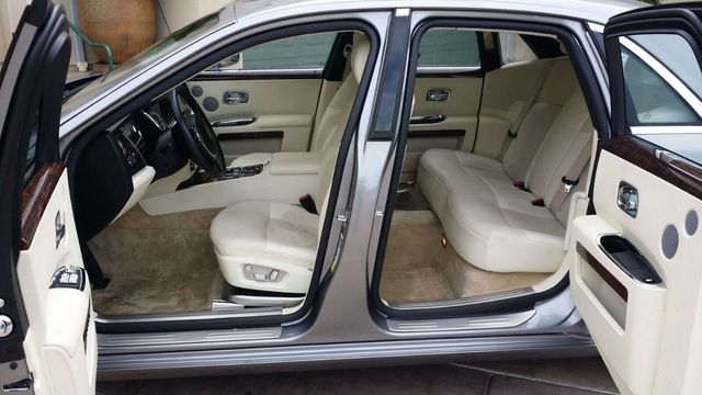 2010 Rolls-Royce Ghost 4dr Sedan - 14633125 - 27