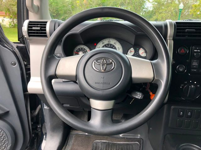 2010 Toyota FJ Cruiser RWD 4dr Automatic - Click to see full-size photo viewer
