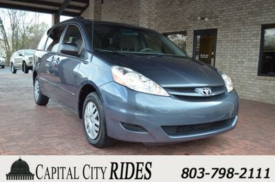 2010 Toyota Sienna  - Click to see full-size photo viewer
