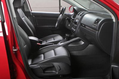 2010 Volkswagen Jetta Sedan 4dr DSG TDI - Click to see full-size photo viewer