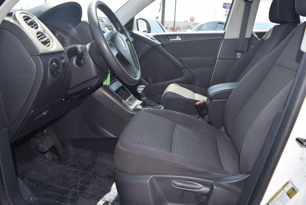 2010 Volkswagen Tiguan FWD 4dr Automatic S - 18227524 - 9