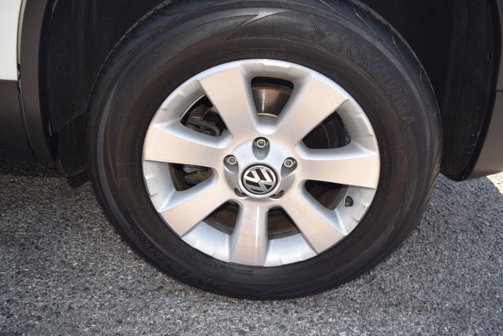 2010 Volkswagen Tiguan FWD 4dr Automatic S - 18227524 - 14