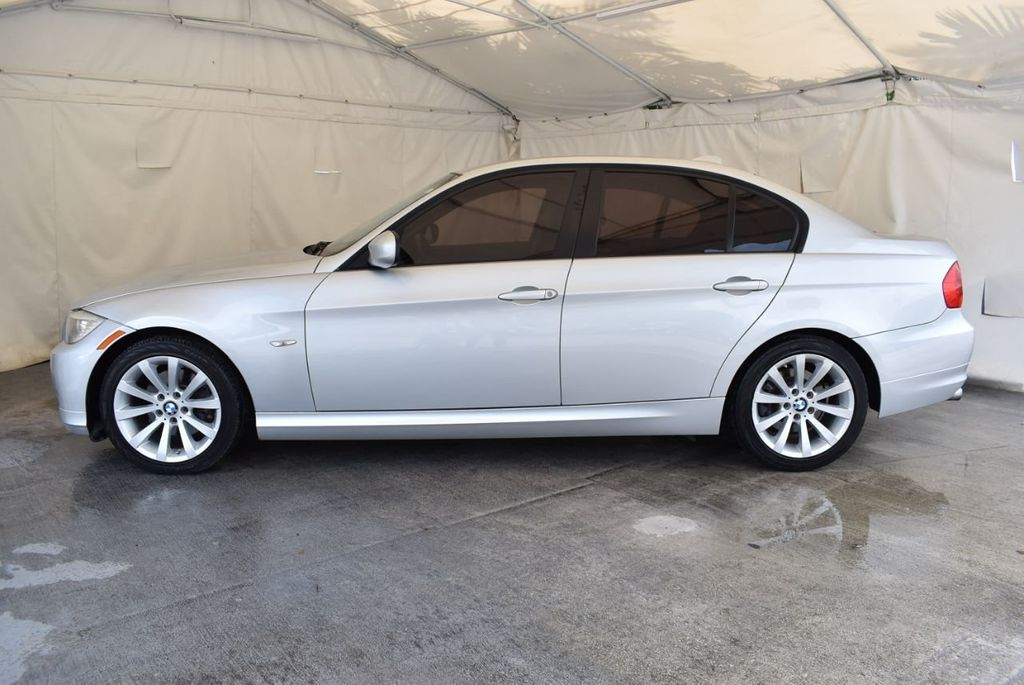 2011 BMW 3 Series 328i - 18250207 - 3