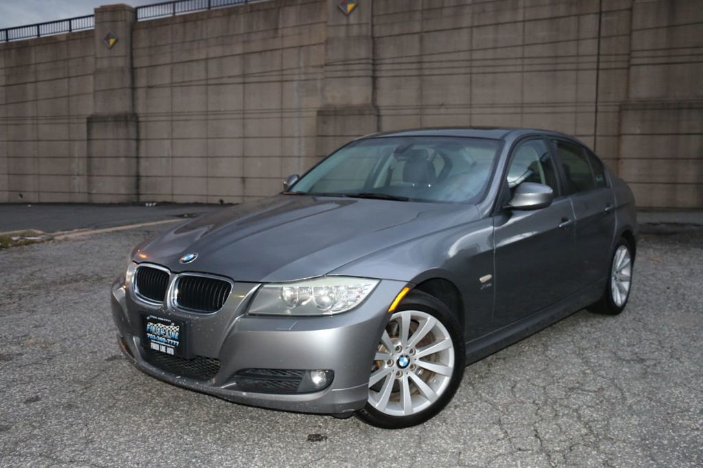 2011 BMW 3 Series 328i xDrive - 18225525 - 0