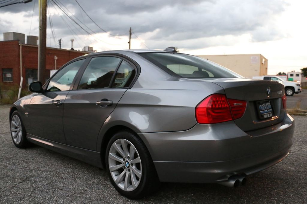 2011 BMW 3 Series 328i xDrive - 18225525 - 9