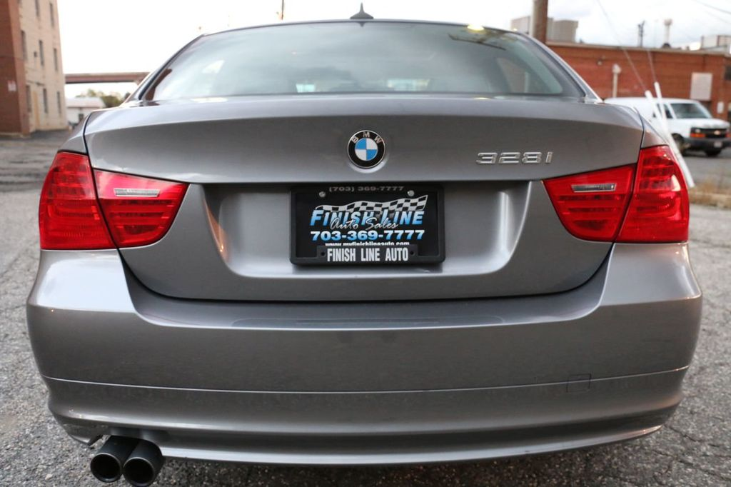 2011 BMW 3 Series 328i xDrive - 18225525 - 3
