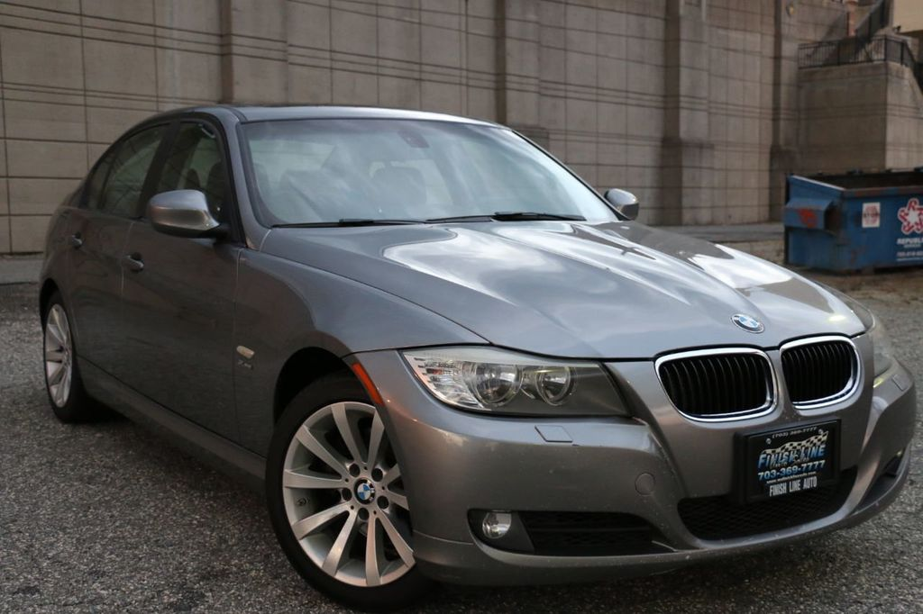 2011 BMW 3 Series 328i xDrive - 18225525 - 4