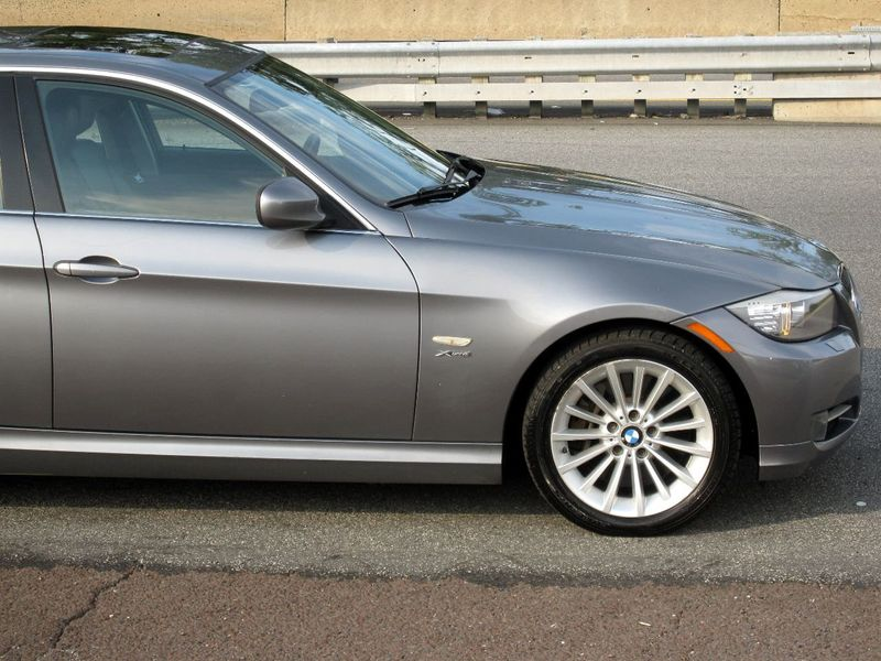 2011 BMW 3 Series 335i xDrive - 19208262 - 9