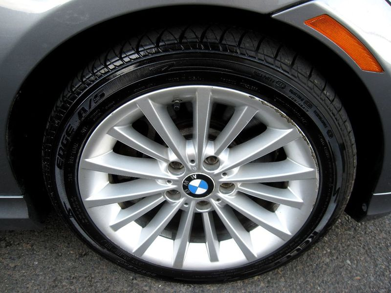 2011 BMW 3 Series 335i xDrive - 19208262 - 33