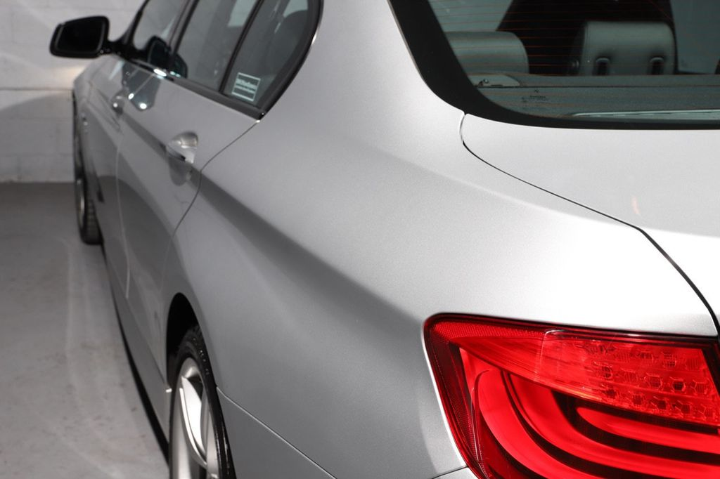 2011 BMW 5 Series 550i xDrive - 18193519 - 12