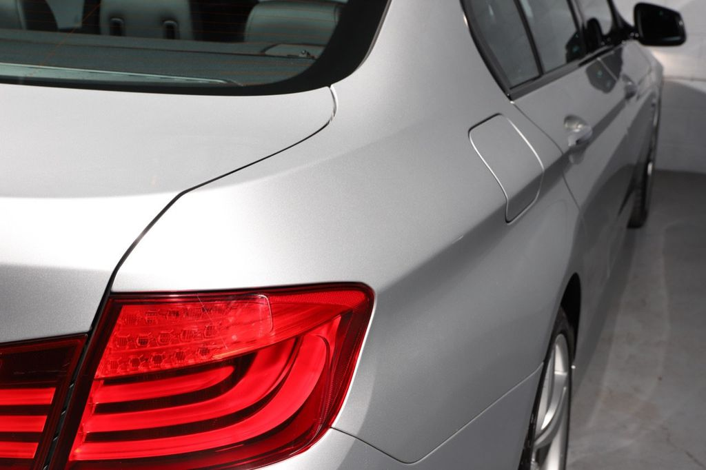 2011 BMW 5 Series 550i xDrive - 18193519 - 13