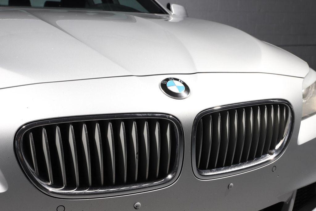 2011 BMW 5 Series 550i xDrive - 18193519 - 14