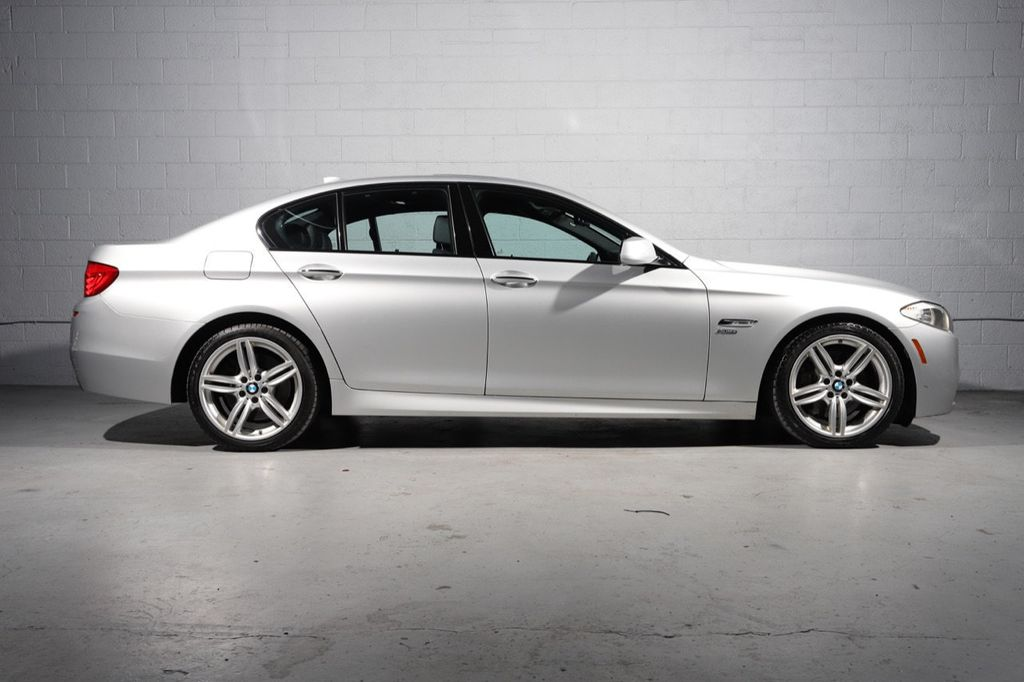 2011 BMW 5 Series 550i xDrive - 18193519 - 1