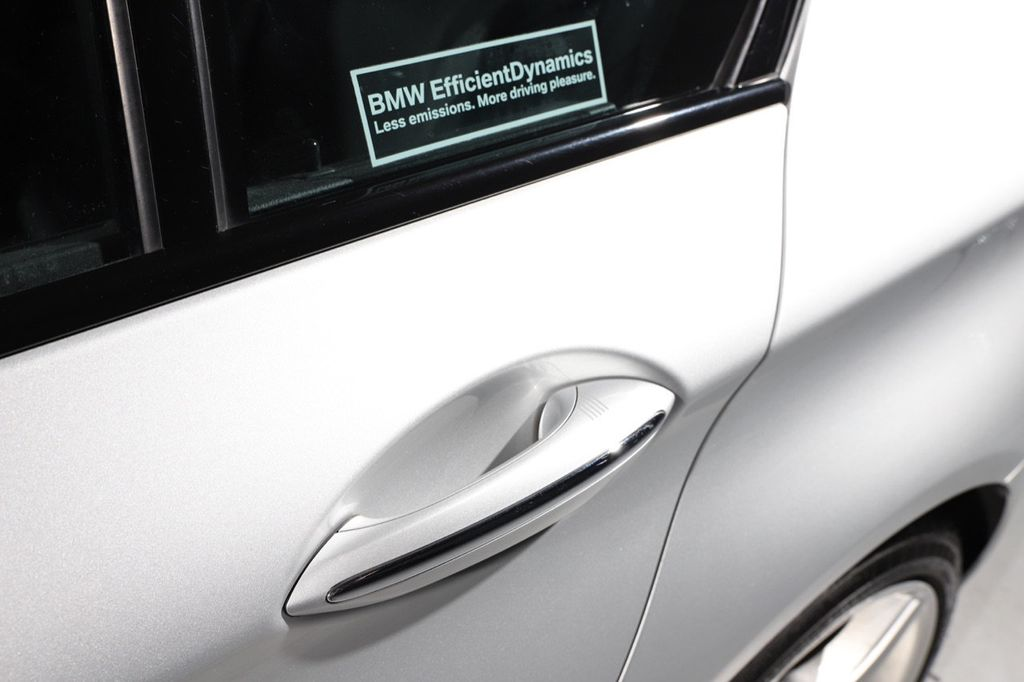 2011 BMW 5 Series 550i xDrive - 18193519 - 19