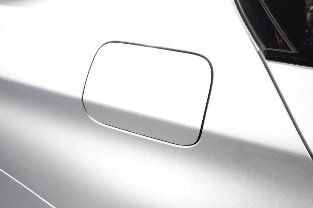 2011 BMW 5 Series 550i xDrive - 18193519 - 25