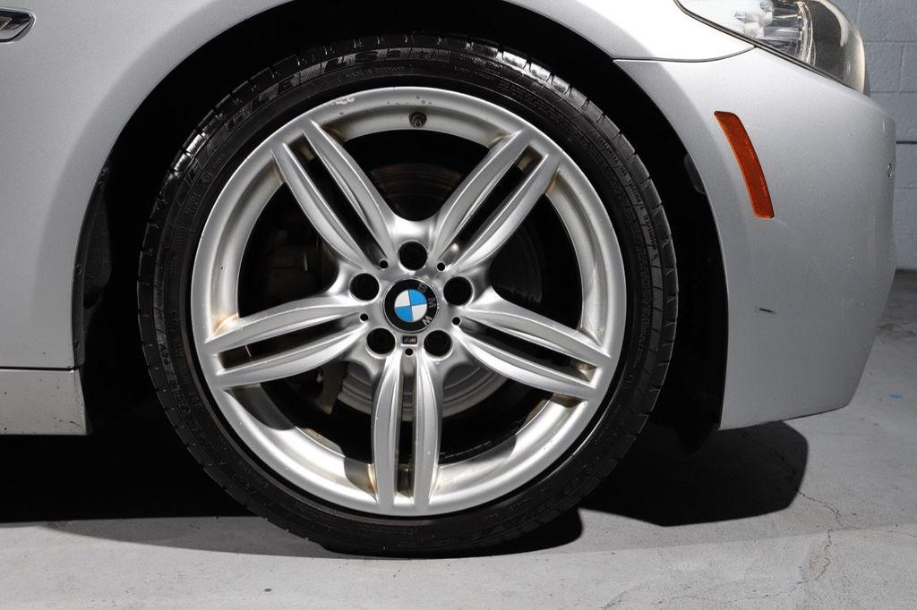 2011 BMW 5 Series 550i xDrive - 18193519 - 26