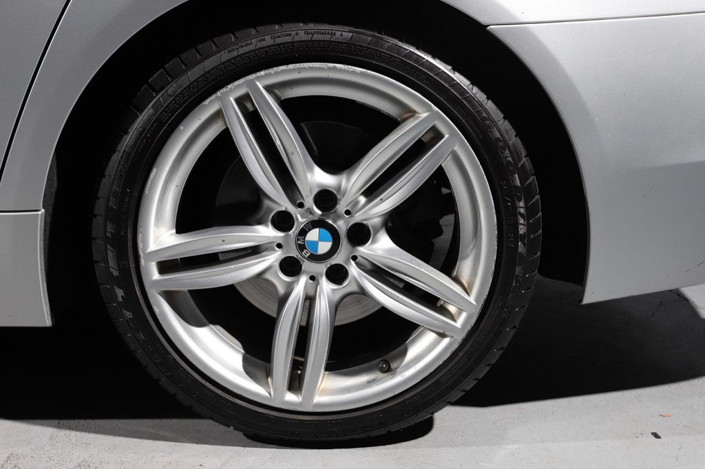 2011 BMW 5 Series 550i xDrive - 18193519 - 27