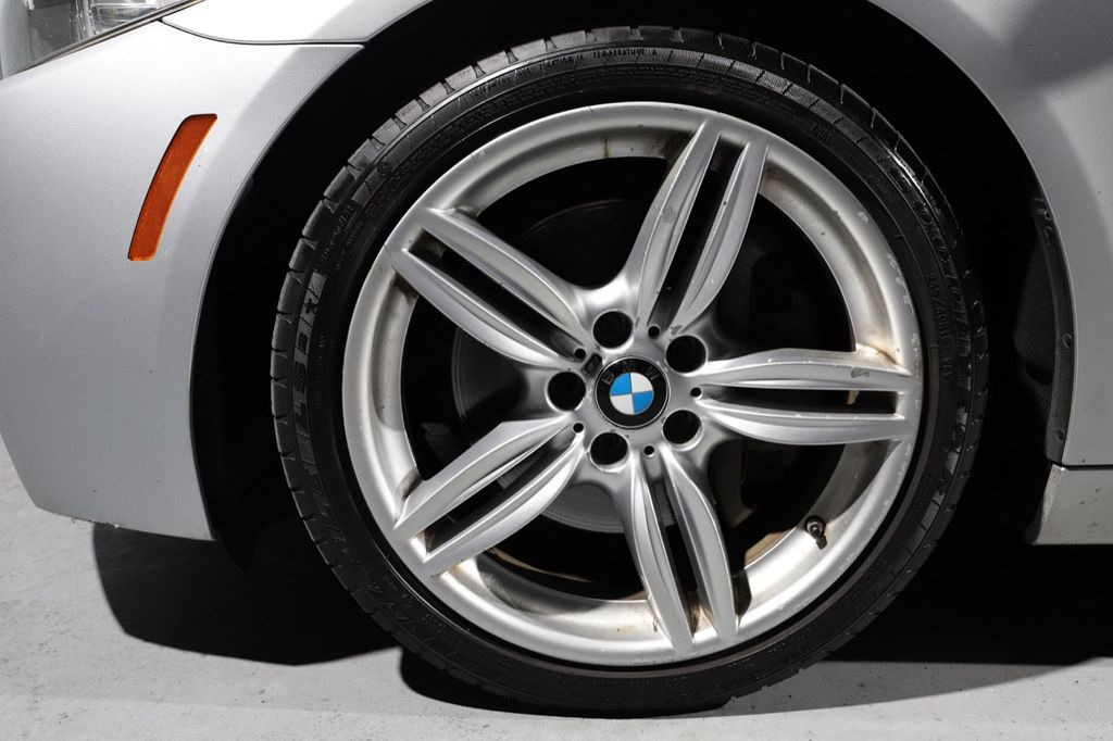 2011 BMW 5 Series 550i xDrive - 18193519 - 28