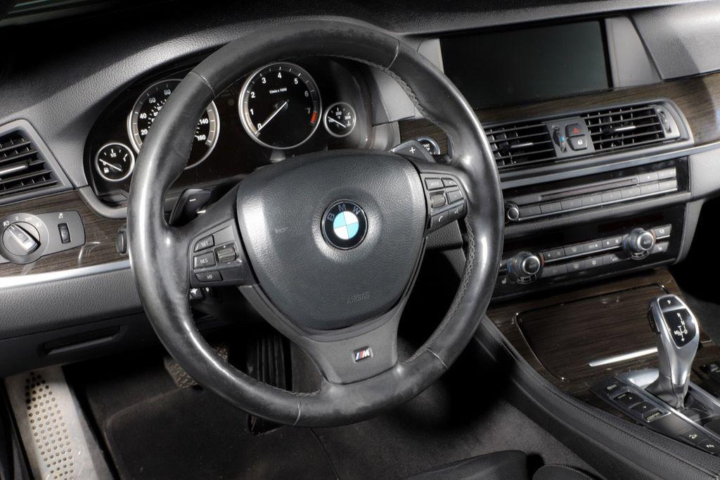 2011 BMW 5 Series 550i xDrive - 18193519 - 32