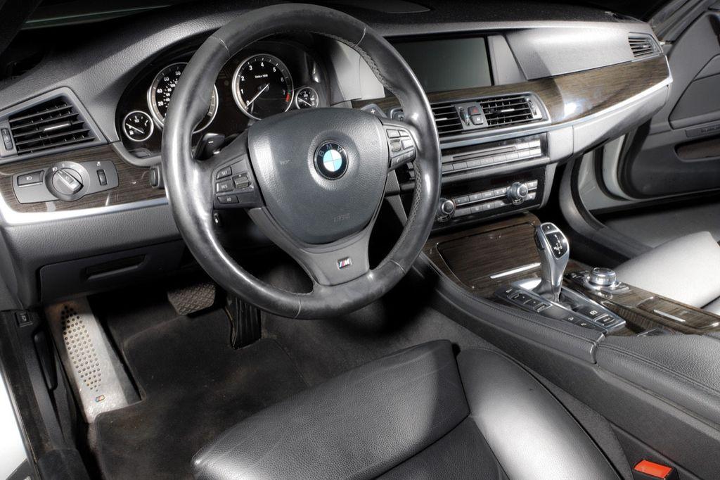 2011 BMW 5 Series 550i xDrive - 18193519 - 33