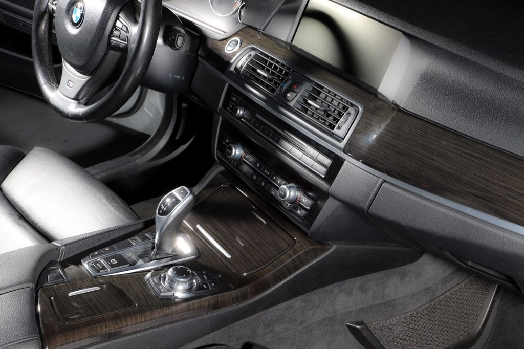 2011 BMW 5 Series 550i xDrive - 18193519 - 34