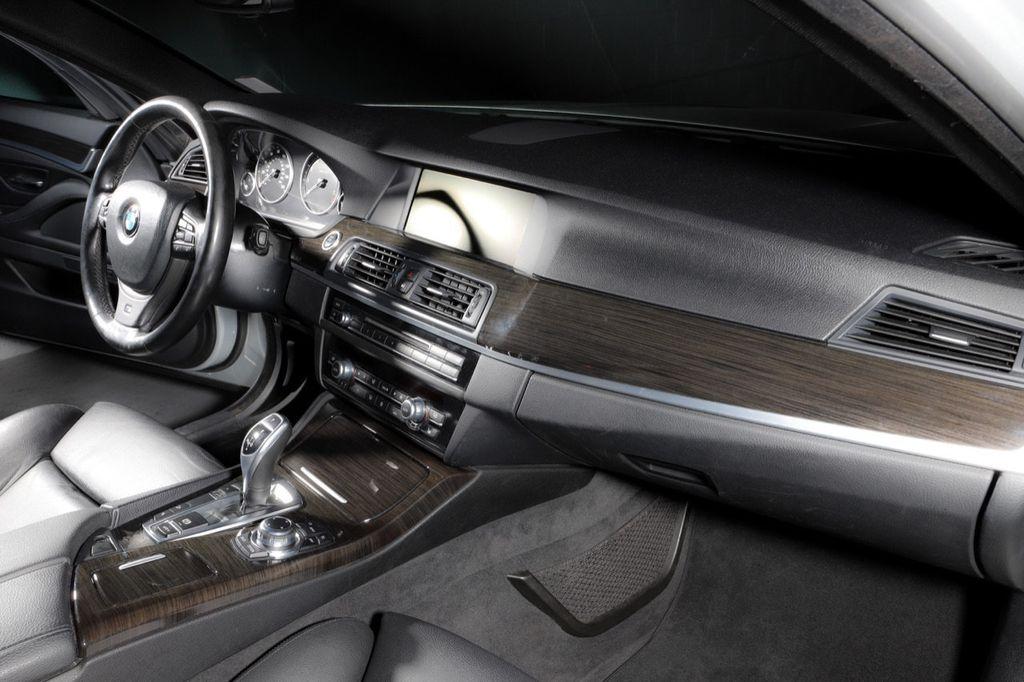 2011 BMW 5 Series 550i xDrive - 18193519 - 35