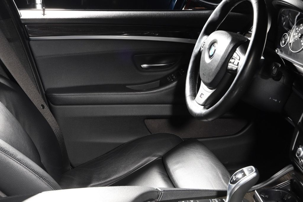 2011 BMW 5 Series 550i xDrive - 18193519 - 37