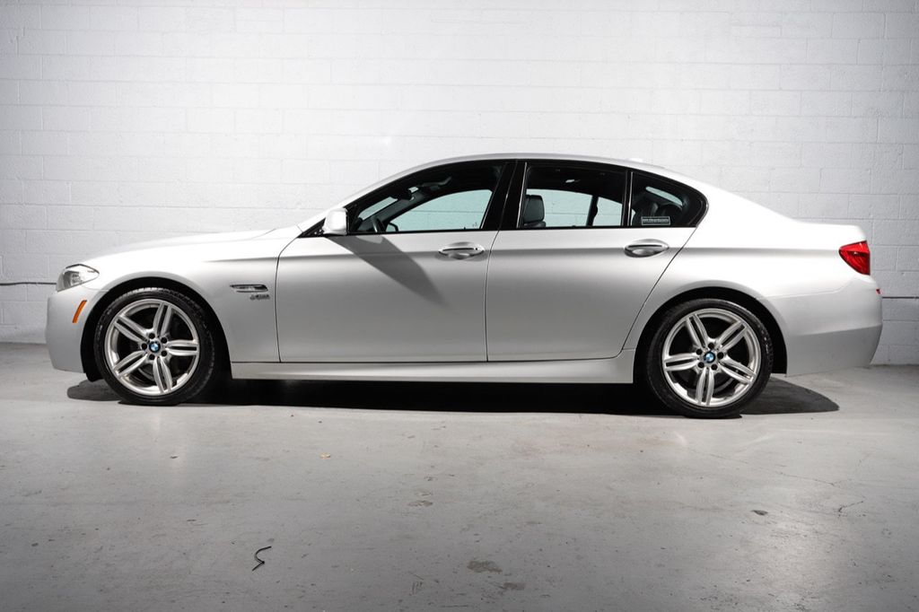 2011 BMW 5 Series 550i xDrive - 18193519 - 3